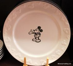 Mickey sketch plate I want a mickey kitchen!