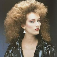 The Period of Women's Rock Hairstyles Boom 80s Big Hair, 1980s Hair, Rock Hairstyles, Permed Hairstyles, Latest Hairstyles, Beauty Book, Hair Beauty, Curly Hair Styles, Jheri Curl