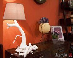 Lámpara artesana con ramas • Handmade lamp, made of branches