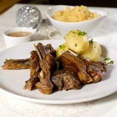 Perfekt pinnekjøtt Norwegian Christmas, Norwegian Food, Xmas Food, Recipe Boards, Chicken Wings, Food Inspiration, Lamb, Nom Nom, Steak