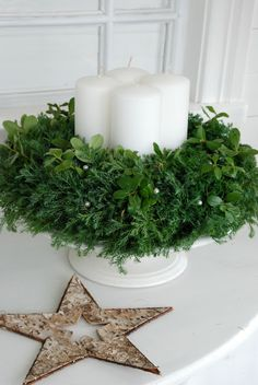 Looks like cedar, love it! very simple and lovely, imagine it lit... Vita Ranunkler