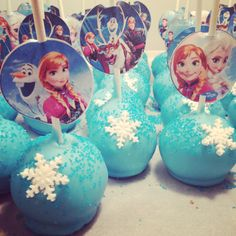 Frozen cake pops. Ana and Elsa cake pops. Frozen theme birthday party. Easy. Printed. Cut snowflakes. Frosting cutter.