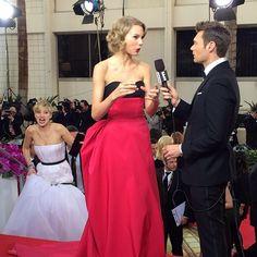 Jennifer Lawrence quiso empujar a Taylor Swift por las escaleras en los Globos de Oro