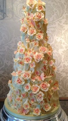 Y(^o^)Y This is Amazing!! ~ hand made roses, hydrangeas and pearls wedding cake ~ all edible