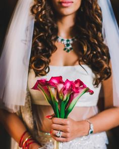 Looking for some offbeat wedding bouquets for your big day. Find gorgeous bridal bouquet inspirations and ideas on ShaadiWish. Christian Wedding Gowns, Christian Bride, White Wedding Gowns, Wedding Looks, Bridal Looks, Floral Bouquets, Wedding Bouquets, Bouquet Images, Bridal Outfits