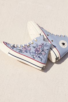 Nike Shoes OFF! How to wear converse high tops 2018 48 Ideas Converse Haute, Converse Shoes High Top, High Top Sneakers, Shoes High Tops, Converse High Tops How To Wear, Floral Converse, Ladies Sneakers, Ladies Footwear, Black Converse