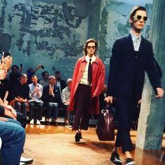 Görünce anında ayırt edilen, özgün Marni erkekleri! İlkbahar/Yaz '17 sezonunda Shopi go'da satışa sunulacak koleksiyonlardan bir diğeri Marni'nin bugün Milan'da sergilediği yaz koleksiyonu.  Unmistakable Marni men! Marni's Spring/Summer '17 collection which has just been debuted at Milan will be available at Shopi go.  #shopigo #marni #mfw #ss17 #marnimensss17 #fashionshow #milan #menswear #mensfashion