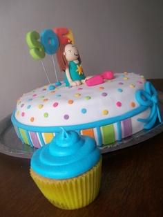 Torta decorada con Muñequita Little Dancers, en masa de azúcar, todo se come!!!