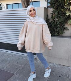 Pregnancy Workout No Equipment - - - - Boho Pregnancy Style - Pregnancy Dos And Donts Exercise Teen Fashion Outfits, Modest Fashion, Outfits For Teens, Street Hijab Fashion, Muslim Fashion, Casual Hijab Outfit, Casual Outfits, Modele Hijab, Hijab Fashion Inspiration