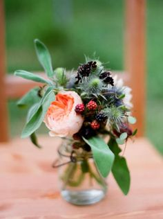 Peony and blackberry bouquet. What a great combination. Not yet winter and I'm already dreaming of spring.  I love both♥