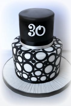 Black & White 30th......... By ellawillow on CakeCentral.com