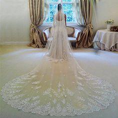 3 m langer Brautschleier mit Spitze, Blumenornamente in weiß und elfenbein.