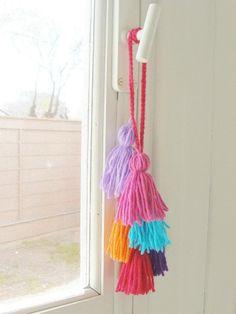 In black, grey & turquoise Pom Pom Crafts, Yarn Crafts, Diy And Crafts, Arts And Crafts, Kleiner Muck, Crochet Decoration, Passementerie, Vintage Crochet, Crochet Projects