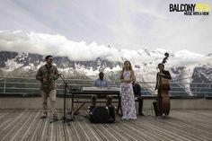 Altitude bar in Front Of Mont Blanc ! Ski area of Brévent Chamonix www.brevbar.com Balcony TV