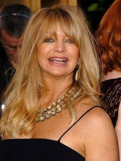 Getting beautiful wavy hair is easy with hairstyle tips inspired by these great celebrity red carpet looks. Celebrity Hairstyles, Hairstyles With Bangs, Shaggy Hairstyles, Hairstyle Ideas, Hair Ideas, Goldie Hawn, Celebrity Red Carpet, Hair Care Tips, Red Carpet Looks
