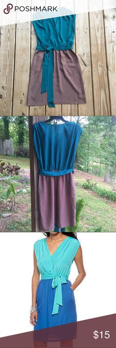 Harper & Gray Colorblock dress 🍃 Like new! V-neck & pleated at the shoulders. Lined. Belt is detachable. Also has pockets. Color is blue and a grayish-brown. Francesca's Collections Dresses Mini