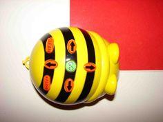 BEE-BOTPropuesta perfecta para contar historias y empezar a enseñar control, lenguaje direccional y programación, a partir de 3 y hasta 7 años. Abeja Robot. Material educativo diseñado para...