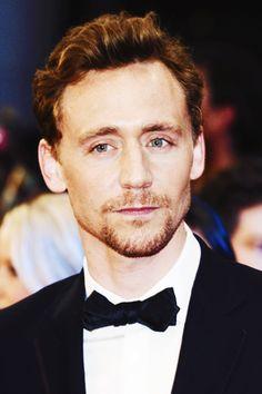 Jenny, ᕙ( ͡◉ ͜ ʖ ͡◉)ᕗ Go Fuck Yourself, Tom Hiddleston Thomas William Hiddleston, Tom Hiddleston Loki, When You Smile, The Dark World, Celebs, Celebrities, Attractive Men, Hemsworth, Gorgeous Men