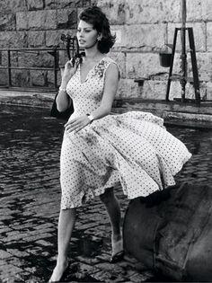 Retrospective: Sofia Loren in Edith Head | Visual Therapy