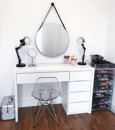 ideas home office quarto minimalista Teen Room Decor, Room Ideas Bedroom, Small Room Bedroom, Home Decor Bedroom, Desk For Bedroom, Aesthetic Room Decor, Home Room Design, Dream Rooms, Room Inspiration