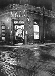 """Victoria Street around San Jose' "" - Buenos Aires - 1936 - photographer Horacio Coppola. Diesel Punk, San Jose, Tango, Argentine Buenos Aires, Urban Life, Alice, Best Photographers, Vintage Photographs, Historical Photos"