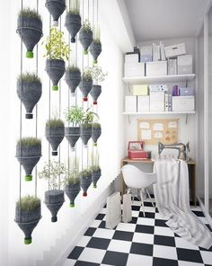 Vertical Gardens Modern Hanging Plants Wall from Recycled Plastic Bottles Recycled Plastic - This wall of hanging plants looks very modern and design and the best.it was done with recycled plastic bottles. Hanging Potted Plants, Hanging Plant Wall, Indoor Plants, Diy Hanging, Air Plants, Hanging Herbs, Hanging Flowers, Indoor Herbs, Hanging Gardens