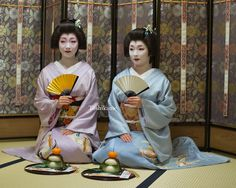 Geiko & Maiko — December 2016: Famous best friends Geiko Toshikana...