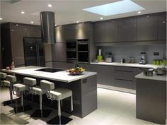 American style are becoming popular day by day around the world. People love newness and American kitchen trends offer the best in newness and novelty. That is the reason that a huge range of people under the sun has gone crazy for these stylish kitchens. Kitchen Room Design, Kitchen Cabinet Design, Home Decor Kitchen, Kitchen Furniture, Kitchen Interior, New Kitchen, Kitchen Ideas, Kitchen Black, Kitchen Island