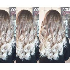 Gooi het roer eens om en ga voor zilver blond! 10 superhippe zilveren blonde lange kapsels voor durfals!