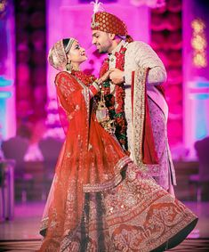 indian wedding photography and cinematography Hindu Wedding Photos, Indian Bridal Photos, Indian Wedding Poses, Wedding Dresses Men Indian, Wedding Attire, Couple Wedding Dress, Wedding Couple Photos, Wedding Couples, Wedding Stuff