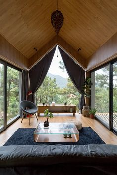 Treehouse-like modern cabin comes with a hammock deck Forest house in Vietnam has a hammock deck – Curbed Budget Home Decorating, Home Improvement Loans, Forest House, Forest Cabin, House In The Woods, Interior Design Inspiration, My Dream Home, Future House, Building A House
