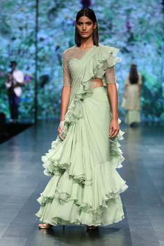 S/S 2019 Lotus Makeup India fashion week 2018 Saree trend | f-trend