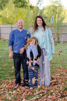 Fall in New York is the perfect time to get family photos! || Photo by Mykala Rae Photography || MykalaRae.com