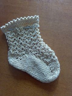 Unique: tutorial calcetín Cute Crochet, Crochet Baby, Knit Crochet, Baby Sandals, Baby Shoes, Knitting Socks, Baby Knitting, Flower Granny Square, Knit Shoes