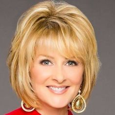: Love these layers and framing around the face! Love these layers and framing around the face! Love these layers and framing around the face! Medium Hair Cuts, Short Hair Cuts, Short Hair Styles, Medium Curly, Short Wavy, Long Bob, Haircuts For Fine Hair, Cute Hairstyles For Short Hair, Thin Hairstyles
