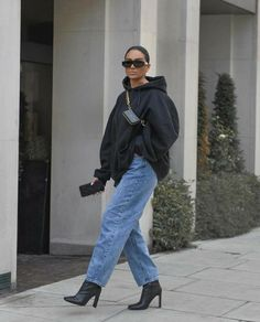 from the story « Promis juré Winter Fashion Outfits, Fall Winter Outfits, Fashion Mode, Look Fashion, Cute Casual Outfits, Chic Outfits, Sweat Noir, Looks Hip Hop, Jeans And Hoodie