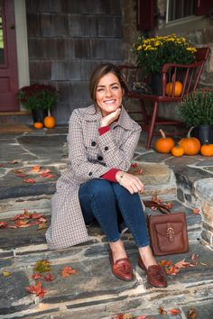 Preppy Style, My Style, Simple Style, Early Fall Outfits, Skirts With Boots, Skirt Boots, Classy Girl, Sweaters And Jeans, Classic Outfits