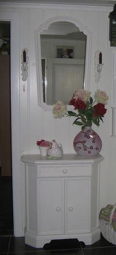 oud gangkastje en spiegel van pap en mams Vintage Farm, Norway, Mirror, Blog, Furniture, Home Decor, Mirrors, Vintage Farmhouse, Decoration Home