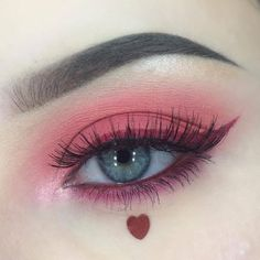Is the eyeliner just a line decorated at the end of the eye? Can a simple extension draw the right eyeliner? And can only paint black? Edgy Makeup, Makeup Eye Looks, Eye Makeup Art, Cute Makeup, Makeup Goals, Pretty Makeup, Makeup Inspo, Eyeshadow Makeup, Makeup Inspiration