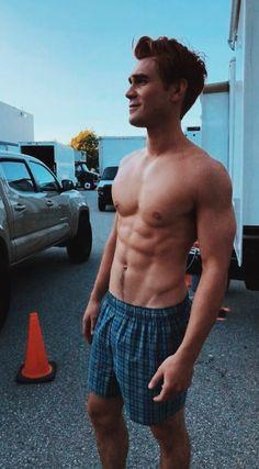 KJ Apa shirtless abs sin camisa sem 5 - Bananas is My Business Archie Andrews Riverdale, Riverdale Archie, Beautiful Boys, Pretty Boys, Cute Boys, Kj Apa Riverdale, Ross Butler, Hot Guys, Fitness Bodybuilding