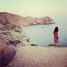 Replonger dans ses photos de voyage et crever d'envie de repartir. Greece 2014. #milos #cyclades #greece #Travel #Travelgirl #instatravel #beach #cliff #holidays #dream