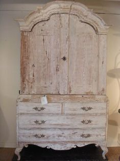 Love this 'shabby chic' cabinet