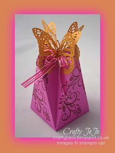 Happy Sunday my friends! I started the day off with my own version of this faceted gift box, using clashing pink and orange to...