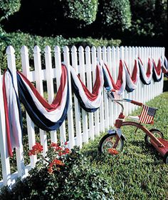 ⚓4th of July; awesome cheap idea....group together plastic table clothes and string along fence
