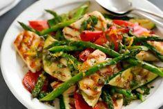 Πρωτότυπη σαλάτα με σπαράγγια, χαλούμι και ντοματίνια Kung Pao Chicken, Green Beans, Meat, Vegetables, Cooking, Ethnic Recipes, Food, Kitchen, Essen