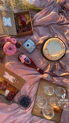 Romantic Picnic Food, Picnic Date Food, Picnic Cake, Picnic Snacks, Picnic Theme, Picnic Birthday, Backyard Birthday, Picnic Foods, 21st Birthday