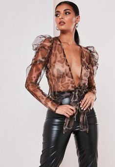 Missguided has the fiercest collection of affordable, coveted tops in the fashion universe. From crop tops & camis to shirts & bodysuits - just take a look! Korean Outfits, Sexy Outfits, Sexy Dresses, Cool Outfits, See Through Clothes, See Through Blouse, Satin Bluse, Leder Outfits, Plastic Pants