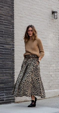 Olivia Palermo with the wide leopard print skirt - Outfits for Work Mode Outfits, Skirt Outfits, Fall Outfits, Fashion Outfits, Fashion Dresses, Skirt Fashion, Stylish Outfits, Sneakers Fashion, Leopard Print Skirt