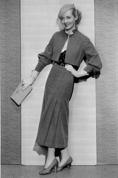 30's fashion - Hledat Googlem - Notice the skirts pleats and the amazing accessories: gloves, hat, purse, simply lovely.