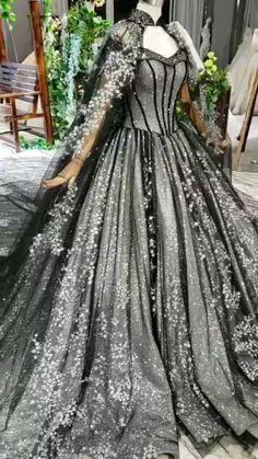 Queen Wedding Dress, Black Wedding Gowns, Black Ball Gowns, Queen Dress, Colored Wedding Dresses, Halloween Wedding Dresses, Fantasy Wedding Dresses, Backless Wedding, Gothic Wedding